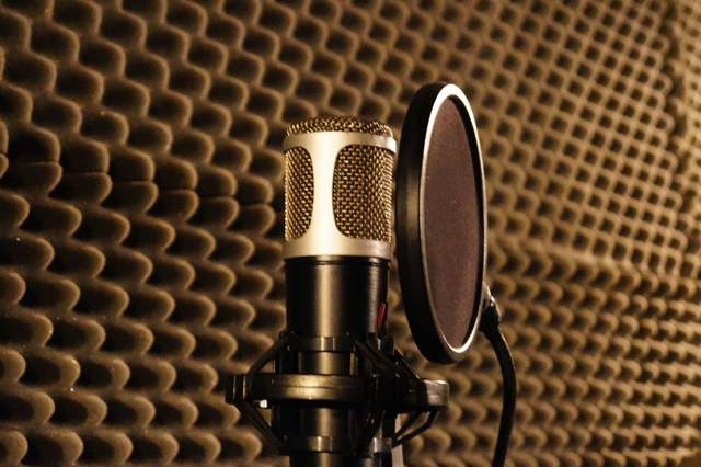 "Sound recording and acoustic treatment of ""Listening rooms"""